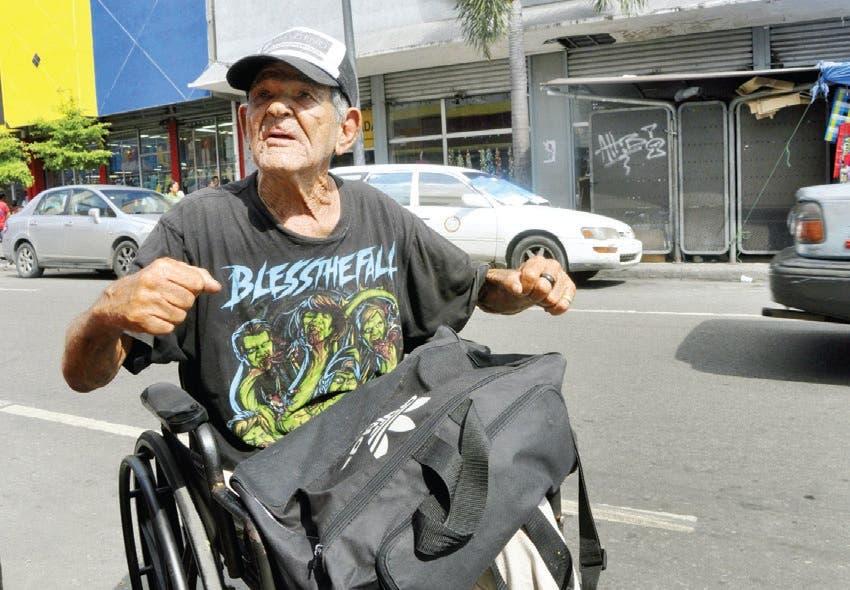 Discapacitados viven el drama de los años y la caridad pública