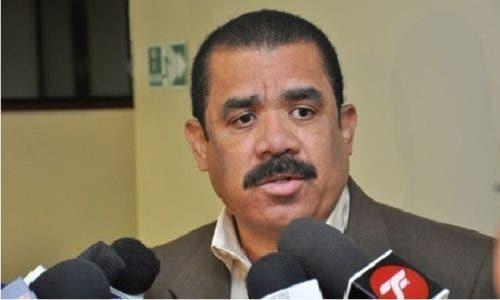 """Sánchez Roa llama a desoír llamado a paro de transporte;  dice Hubieres dejó ver """"refajo"""""""