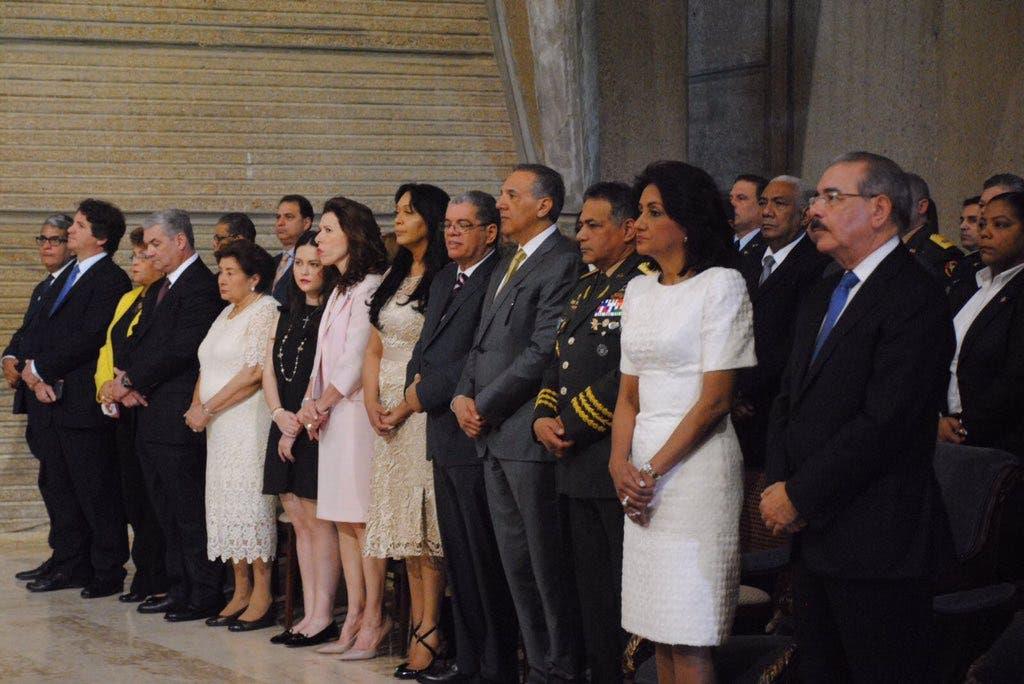Danilo Medina participa en misa en la Basílica de Higüey