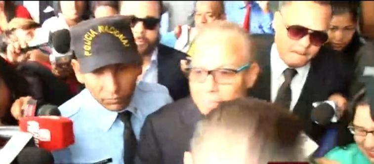 A su llegada, Rondón no ofreció ninguna información a la prensa sobre el caso que lo vincula al escándalo internacional del conglomerado carioca, sino que dijo serán sus abogados quienes hablarían oportunamente.