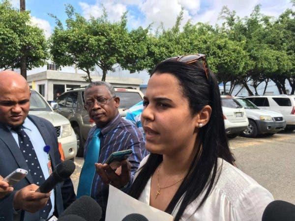 Mariel Rogers, hija del mayor Rogers, defendió hoy la honorabilidad de su padre y dijo que es un hombre con una conducta intachable. Fuente externa.