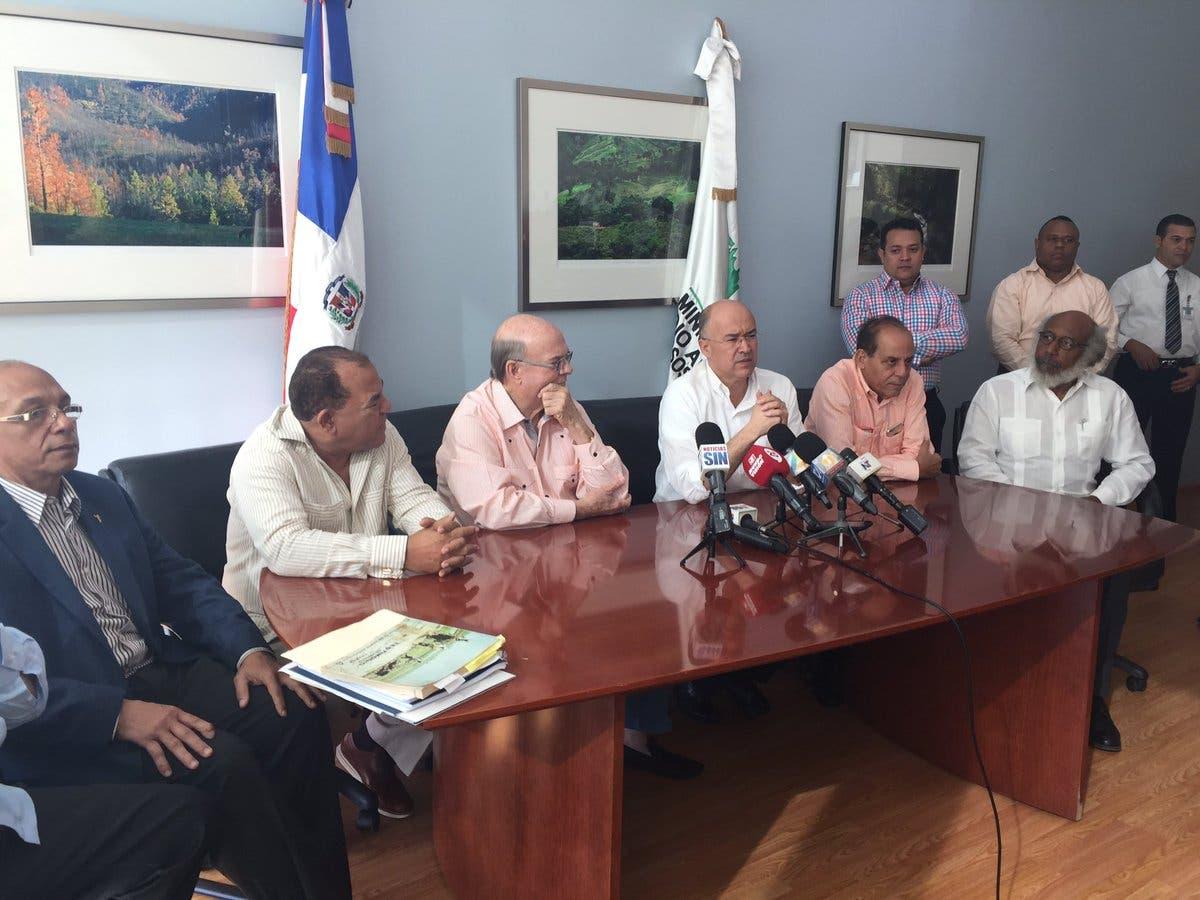 Hipólito Mejía se reune con Domínguez Brito para tratar rescate de Valle Nuevo