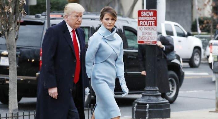 Melania Trump elige un modelo clásico estilo Kennedy mientras Ivanka arriesga