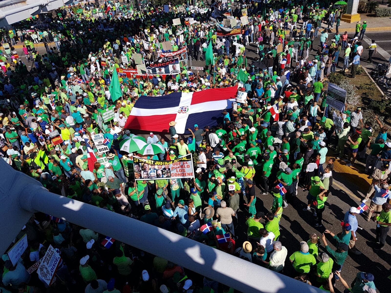 Miles marchan en Santo Domingo contra la impunidad