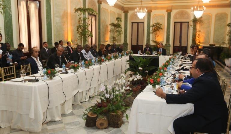 Gobierno presenta principales proyectos sociales al presidente electo de Haití