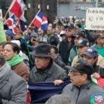 Se pudo conocer la opinión de Percival Peña, quien expresó que participó en la marcha porque él se debe a su pueblo y negó tener impedimento de salida del país como se había rumoreado. Foto: fuente externa.