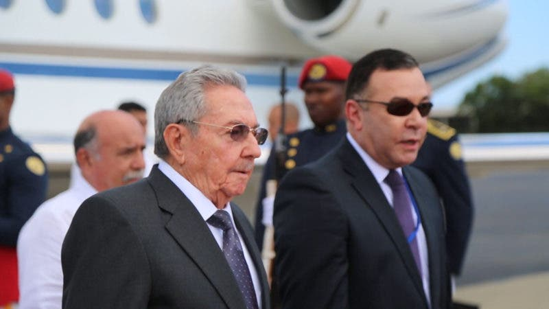 Image result for Raúl Castro arriba por primera vez a República Dominicana como presidente
