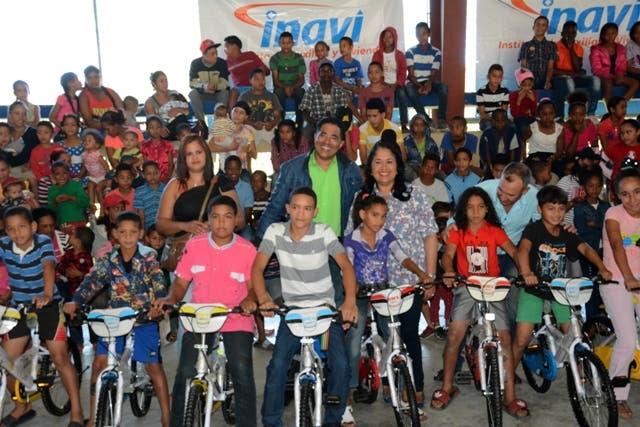 Los repartos estuvieron encabezados por la administradora general del INAVI, licenciada Maritza López de Ortiz, así como por sub-administradores de esta entidad estatal.