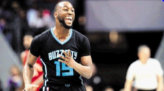 Walker anota 32 triunfo Hornets