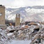 La nieve cubría hace unos días los escombros y los edificios que resultaron gravemente dañados en el último terremoto registrado en el centro de Italia, el del pasado mes de agosto. EFE/Archivo.