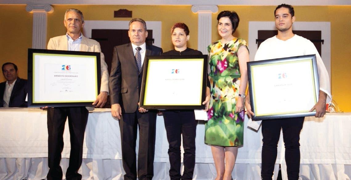 Entregan premios 26 Concurso de Arte Eduardo León Jimenes
