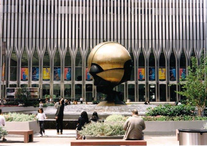 Muere el escultor alemán Fritz Koenig, autor de la esfera entre Torres Gemelas