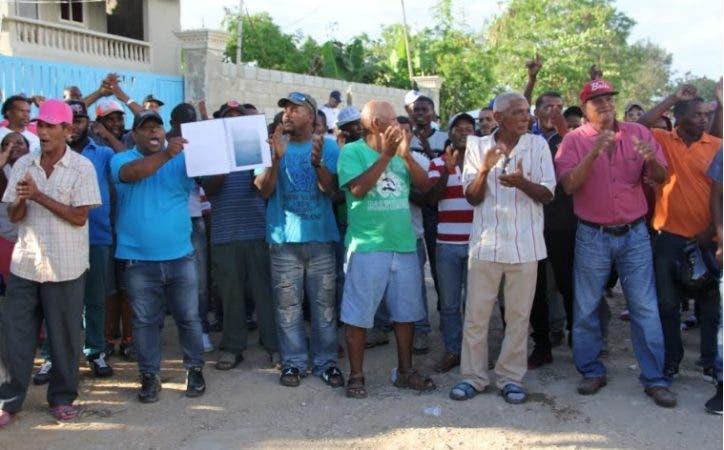 Los manifestantes defendieron la gestión del suspendido director del CEA/Foto: Fuente externa.