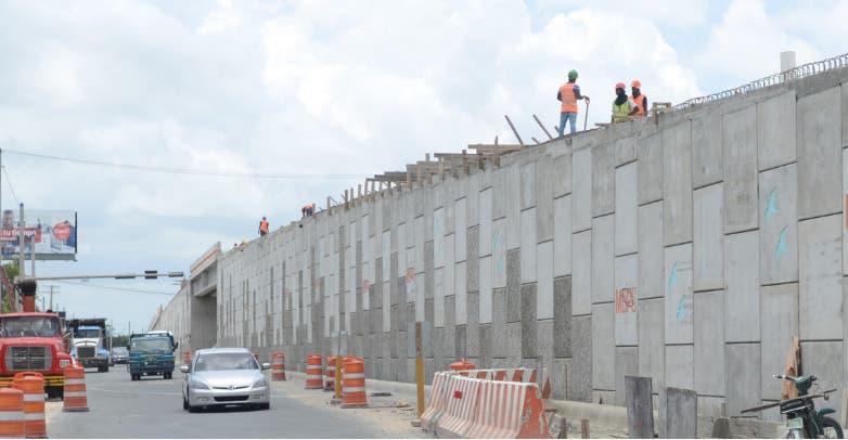 Desviarán tránsito en un tramo de Las Américas por construcción de elevado
