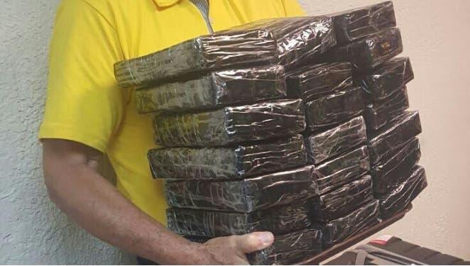 DNCD captura extranjero con 21 paquetes de drogas en Aeropuerto Punta Cana