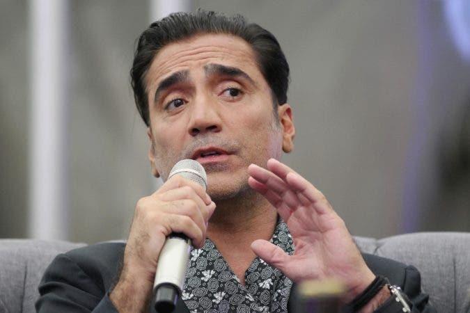 """ZAP011. ZAPOPAN (MÉXICO), 24/02/17, El cantante mexicano Alejandro Fernández habla durante conferencia de prensa hoy, viernes 24 de febrero de 2107, en una cervecería de Zapopan, estado de Jalisco (México). Fernández, también conocido como """"El Potrillo"""", presenta en Jalisco su nuevo disco """"Rompiendo Fronteras"""", del que se desprende su más reciente sencillo """"Quiero que vuelvas"""". EFE/Ulises Ruiz Basurto"""