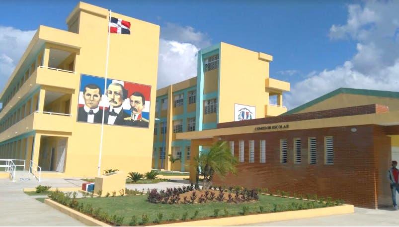 Presidente Medina inaugura escuela básica en Santo Domingo Este