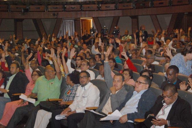 Acuerdo preliminar entre el Mescyt, la Universidad Autónoma de Santo Domingo (UASD) y representantes de Faprouasd, Asodemu y del Estudiantado. Hoy/ Aracelis Mena. 15/02/2015