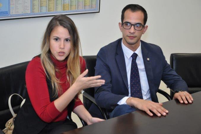 Juventud Hoy/ Entrevista a Jhatel Hernández y José Hermida, jovenes gerente del banco popular. 16-02-17 Foto: José Adames Arias.