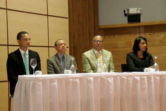 Conferencia integridad en la administración publica en foto : Nelson Rodríguez Monegro Director de Servicio Nacional de salud Hoy Duany Nuñez 21-2-2017