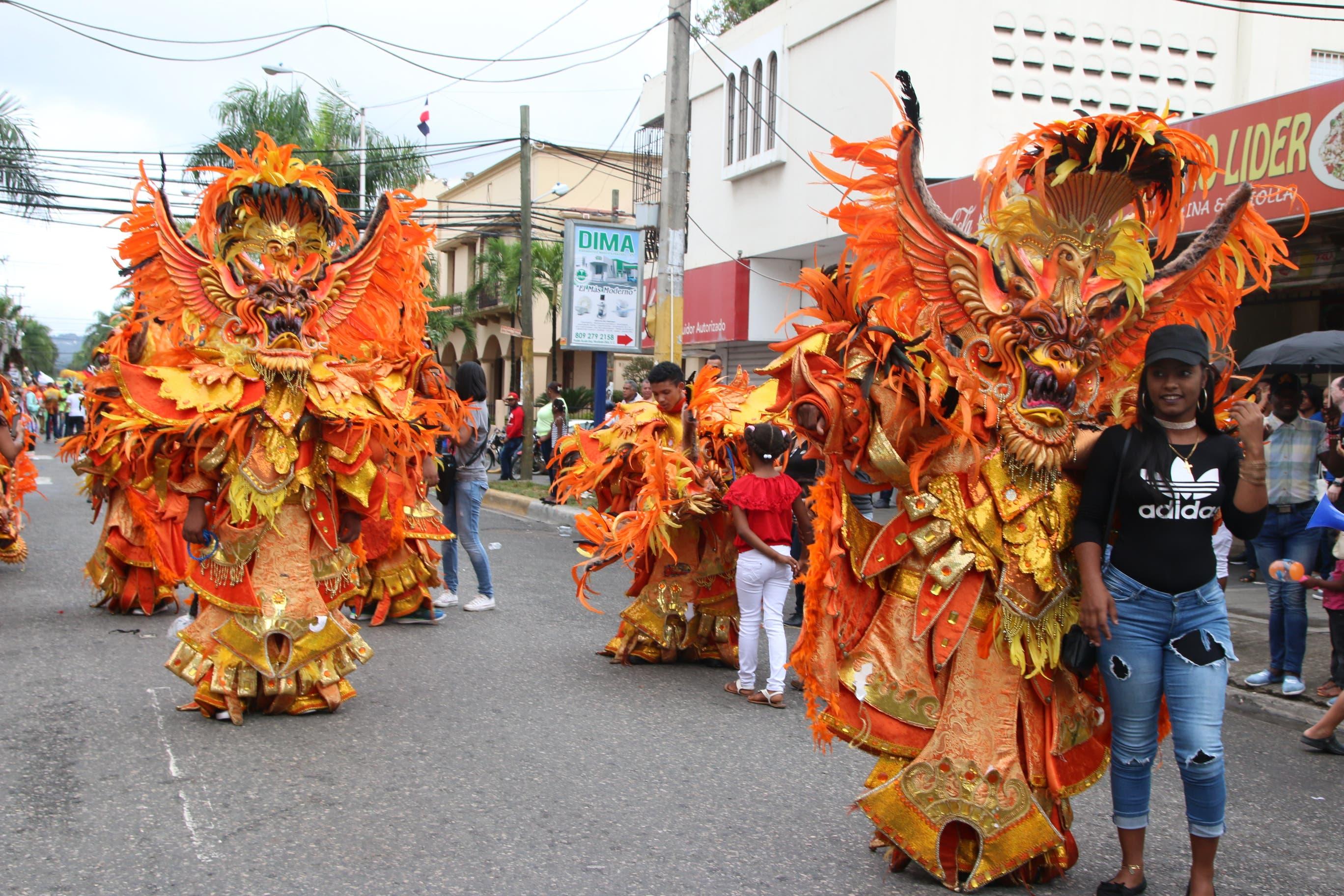 Carnaval de San Cristóbal recobra vistosidad y esplendor