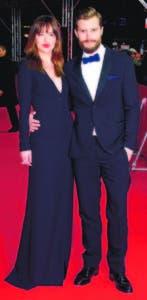 Los actores Dakota Johnson y Jamie Dornan durante una premier en