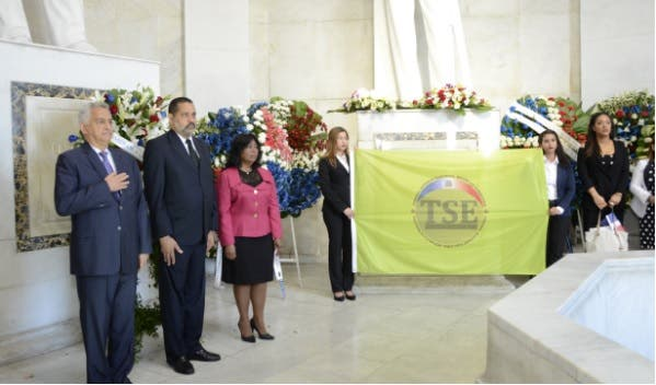 En la actividad estuvieron presentes los magistrados Mabel Féliz Báez y José Manuel Hernández Peguero/Foto: Cortesía de TSE