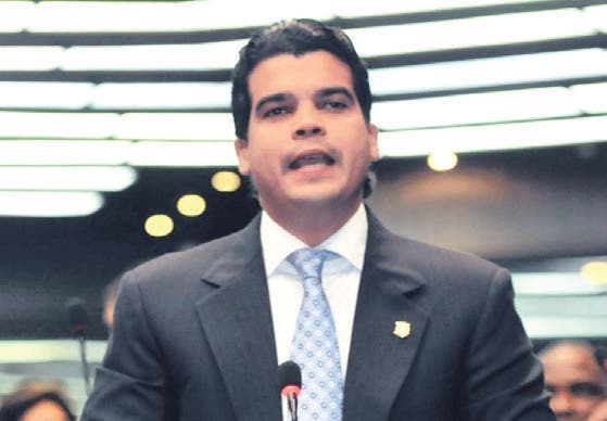 Arnaud critica reducción de presupuestos a dos ministerios para traspaso RD$20 mil millones a Punta Catalina
