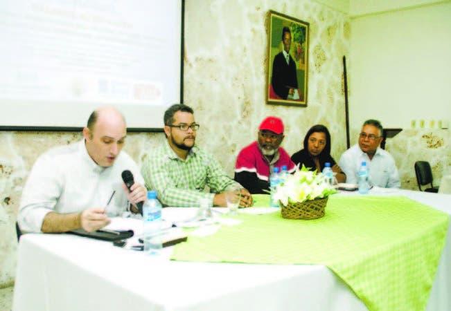 Pavel Isa, Hecmilio Galván, de Confenagro; Hero Pérez, de Articulación Nacional Campesina; y Roque Félix.