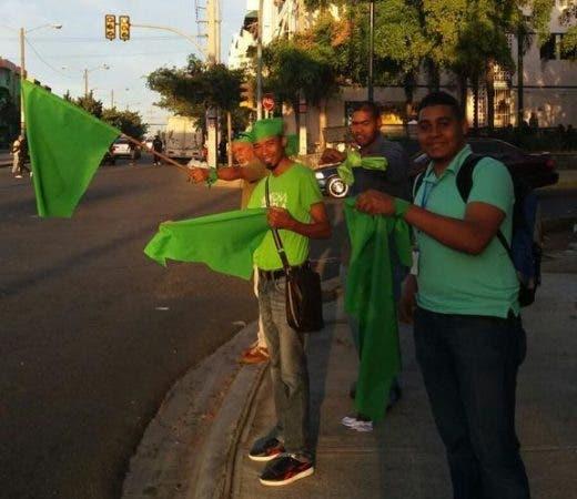 En la continuación de la Marcha Fin de la Impunidad, los dominicanos, portando una prenda de color verde, realizan el día de hoy una jornada de movilización nacional con actividades en más de 20 puntos del país. Foto: @AngelGZalazar.