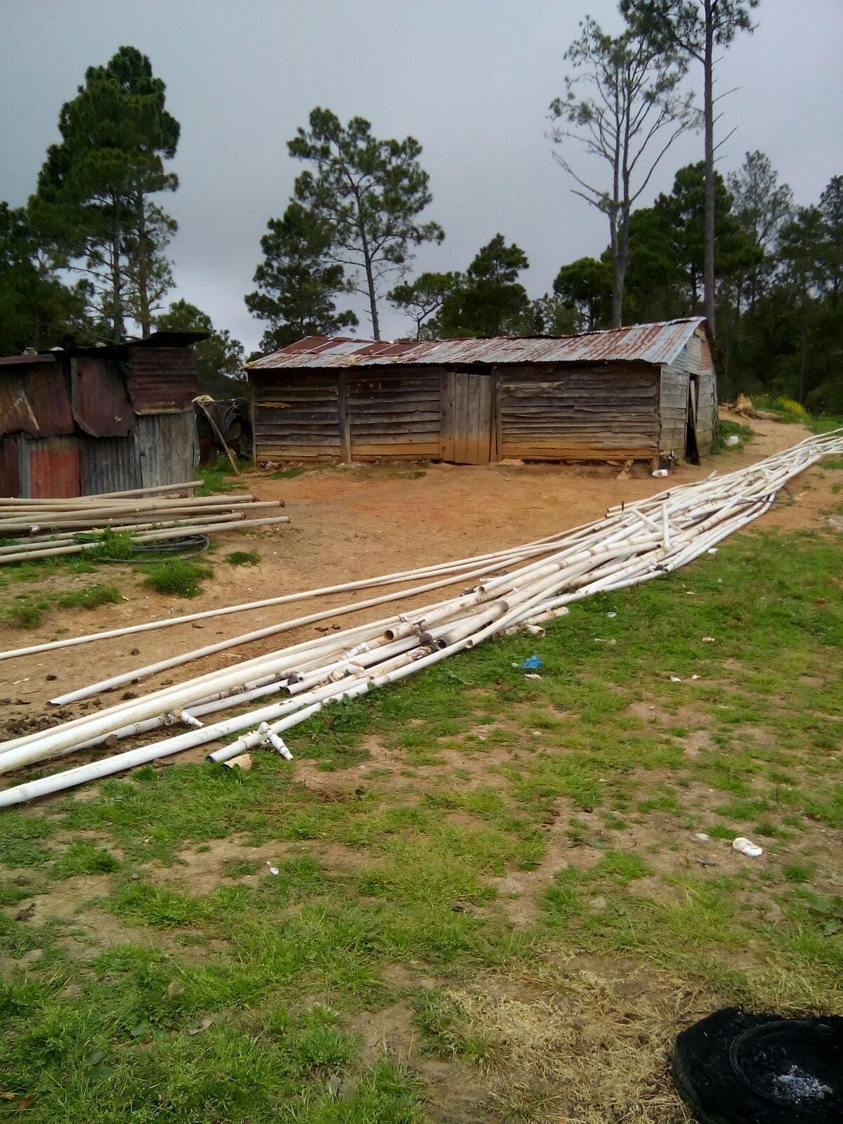 Medio Ambiente desmonta tuberías en Valle Nuevo