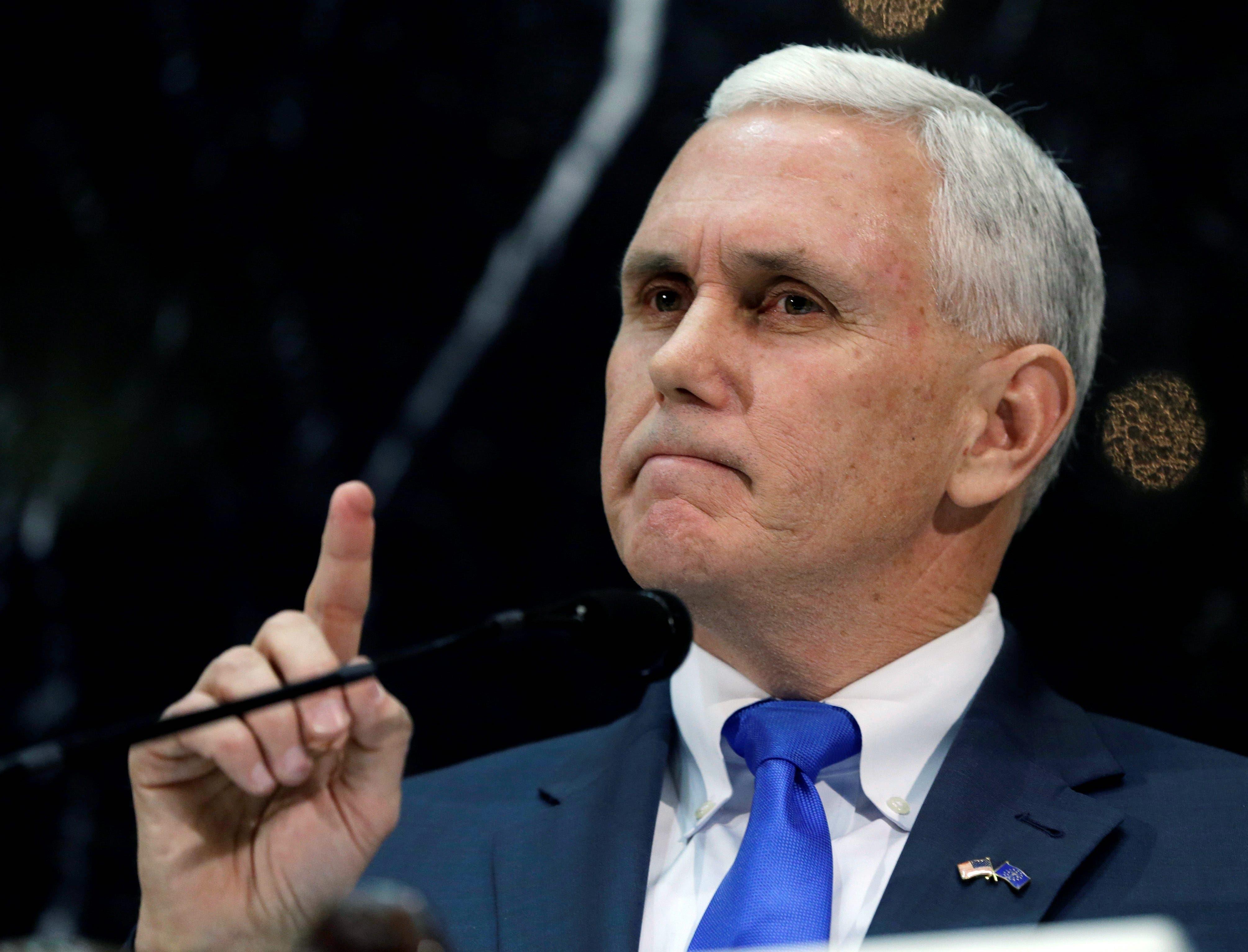 Pence bromea con el «enemigo del pueblo» en Washington