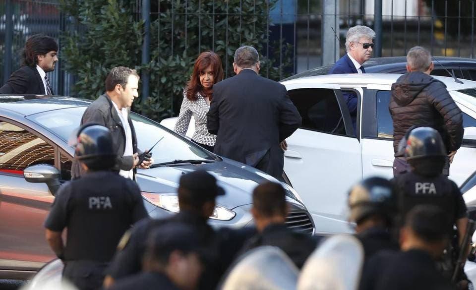Cristina Fernández niega corrupción y denuncia «maniobra político-judicial»