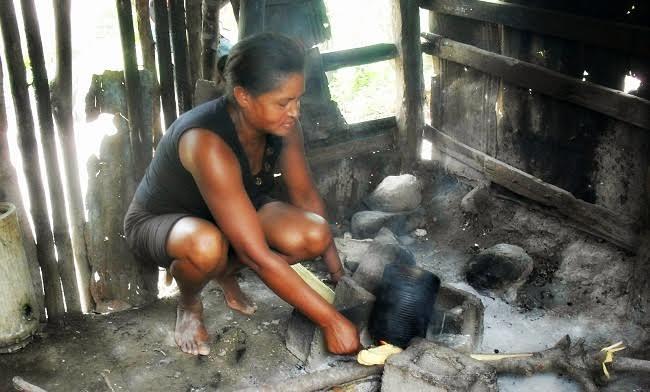 Iglesia Católica deplora aún haya mujeres viviendo en extrema pobreza y atadas al machismo