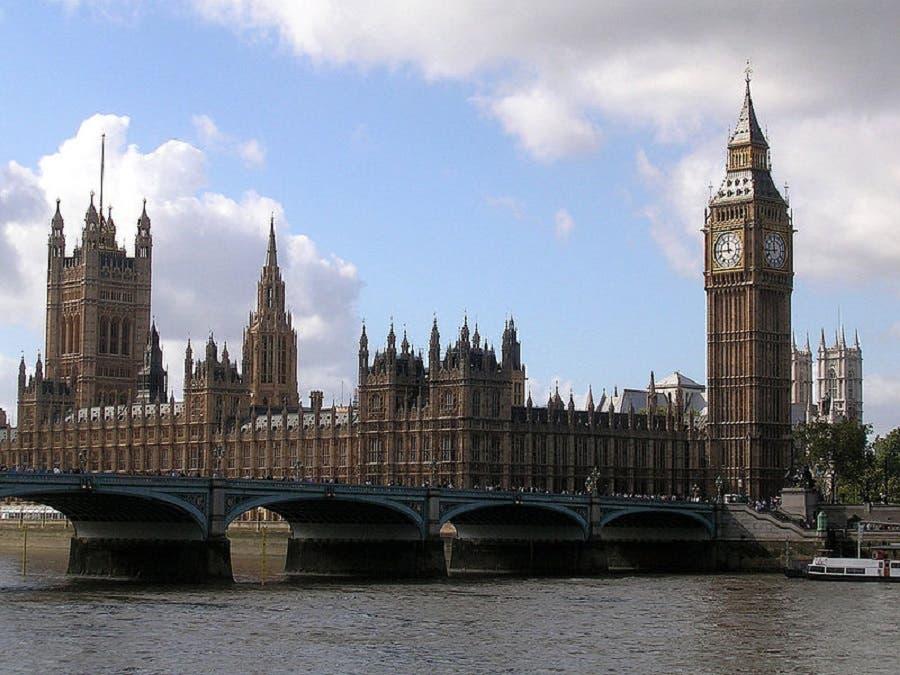 Reabren el puente de Westminster al tráfico, tras atentado en Londres