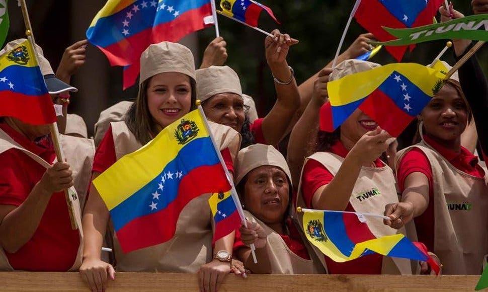 """Chavistas marchan en Caracas contra sesión OEA y los """"enemigos de la patria»"""