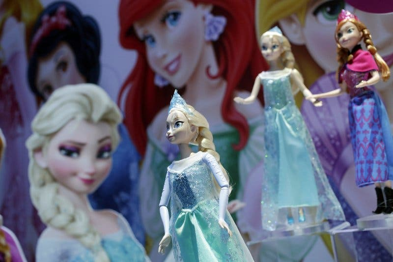 ¿Elsa malvada? Productor de Frozen revela final original