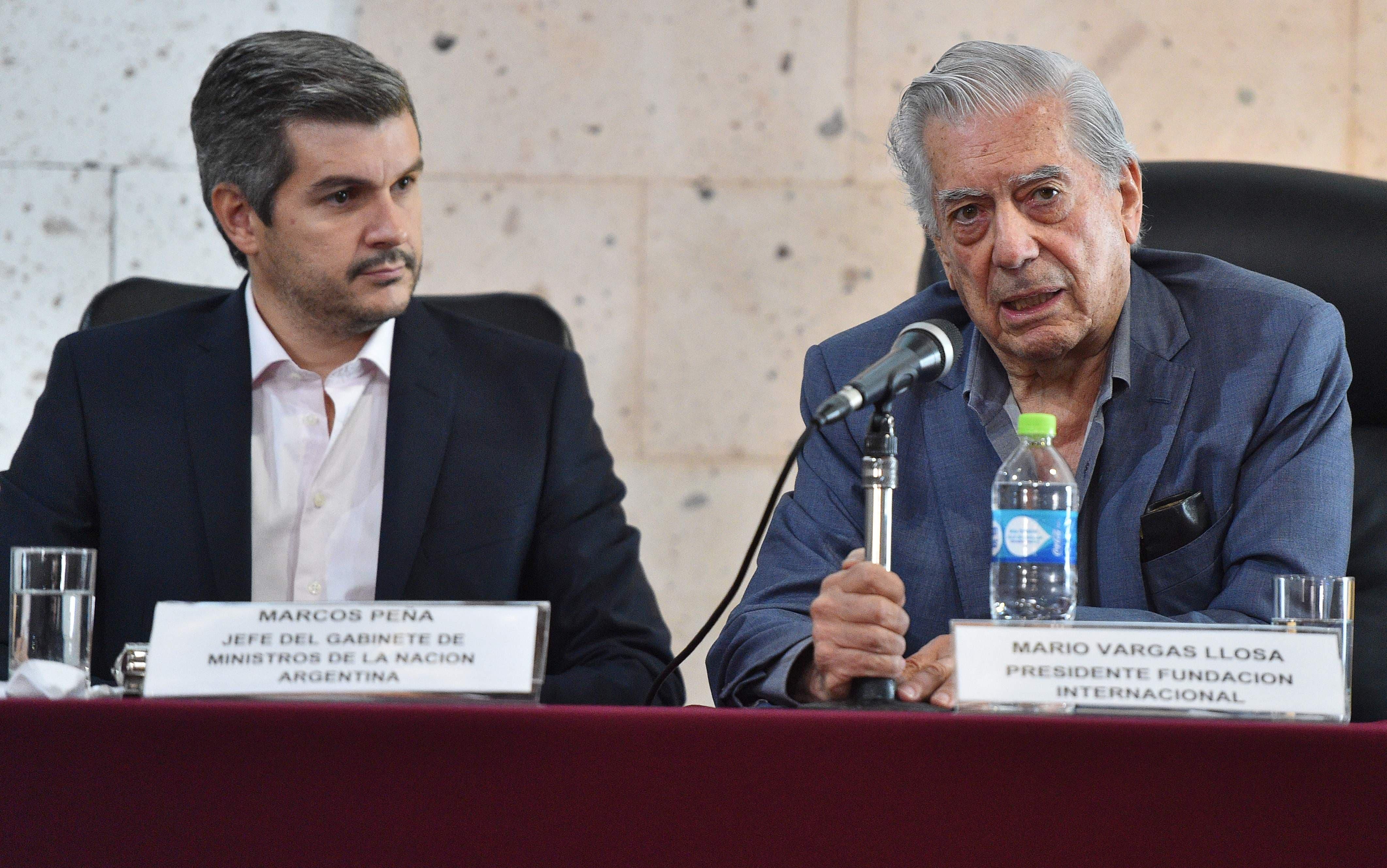Mario Vargas Llosa pide que expresidentes peruanos aclararen vínculos con Odebrecht