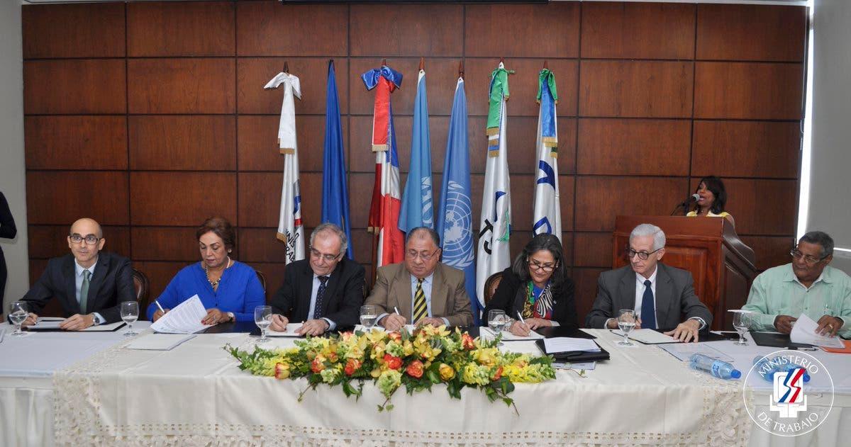 Ministerio de Trabajo, TSS, DIDA y ADOBANANO firman acuerdo interinstitucional