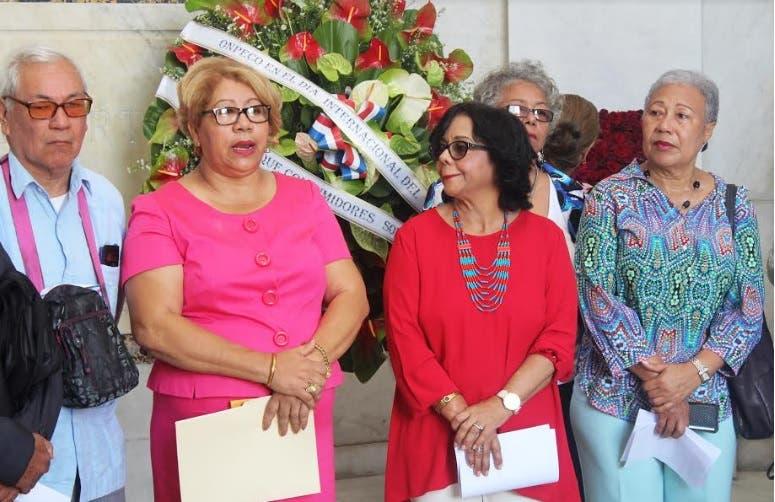 Amas de casa acusan a directora ProConsumidor de ser «Ley, Batuta y Constitución»