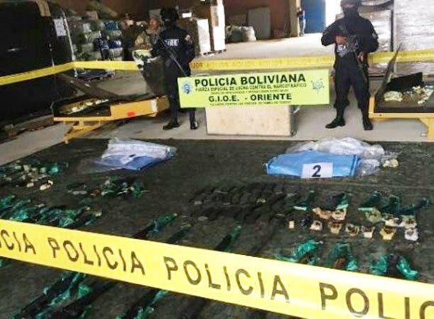 En total las autoridades encontraron en los dos decomisos 104 armas, entre fusiles y pistolas,. Fuente externa.