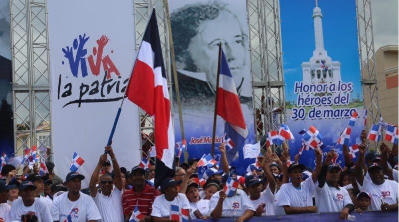 El desfile cívico militar por el 173 aniversario de la Batalla del 30 de Marzo fue encabezado por el presidente Danilo Medina.