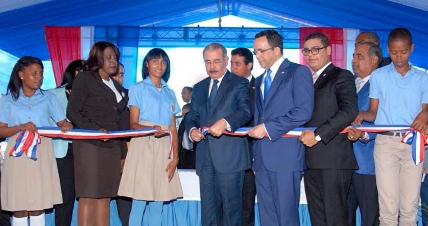 Presidente Medina entrega centro educativo en Yaguate