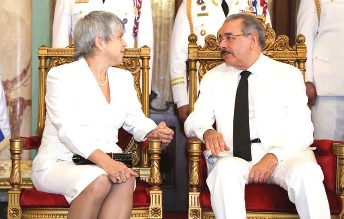 Danilo Medina recibe cartas credenciales de seis nuevos embajadores acreditados en el país