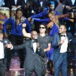 El cantante Cuco Valoy se presenta al ser coronado esta noche con El Gran Soberano, máximo galardón que otorga la Asociación de Cronistas de Arte (Acroarte) a los artistas más destacados, durante la gala de los Premios Soberano hoy, martes 28 de marzo de 2017, en Santo Domingo (República Dominicana). EFE/Orlando Barría