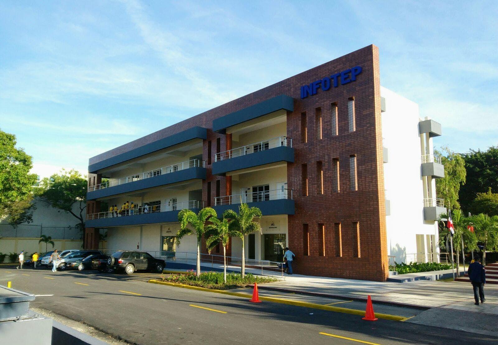 Presidente Danilo Medina inaugura un nuevo edificio del INFOTEP