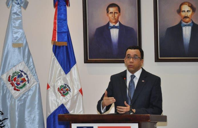 País/Andrés Navarro,  Ministro de educación.