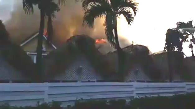 El fuego inició pasadas las cinco de la tarde en el restaurante El Mundo.