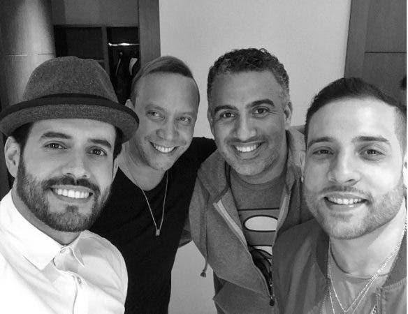 """""""Francisco, Mark y yo ya tamos' más que ready para @premiosoberano gracias a nuestro querido amigo @josejhan que nos puso a valer"""", publicó Manny Cruz."""