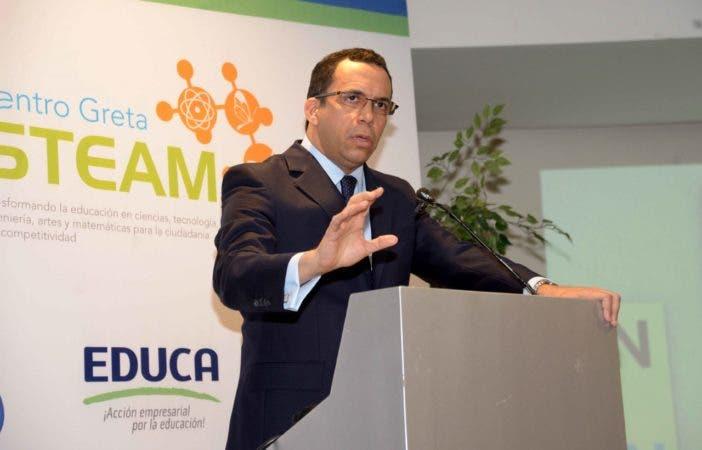 El ministro de Educación, Andrés Navarro,.